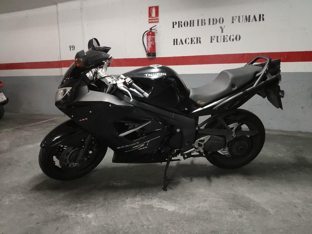 2007 TRIUMPH Speed Triple 1050 moto en alquiler (1)