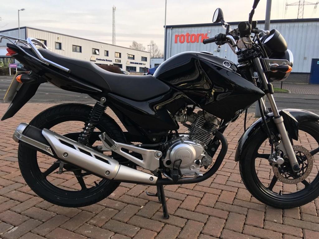 Yamaha YBR moto en alquiler (1)