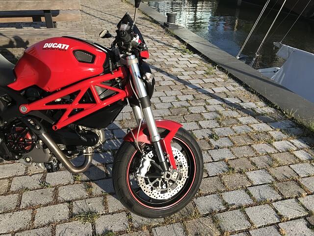 2009 Ducati Monster 1100 motor te huur (3)