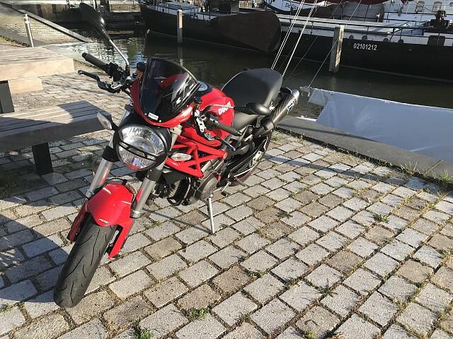 2009 Ducati Monster 1100 motor te huur (4)