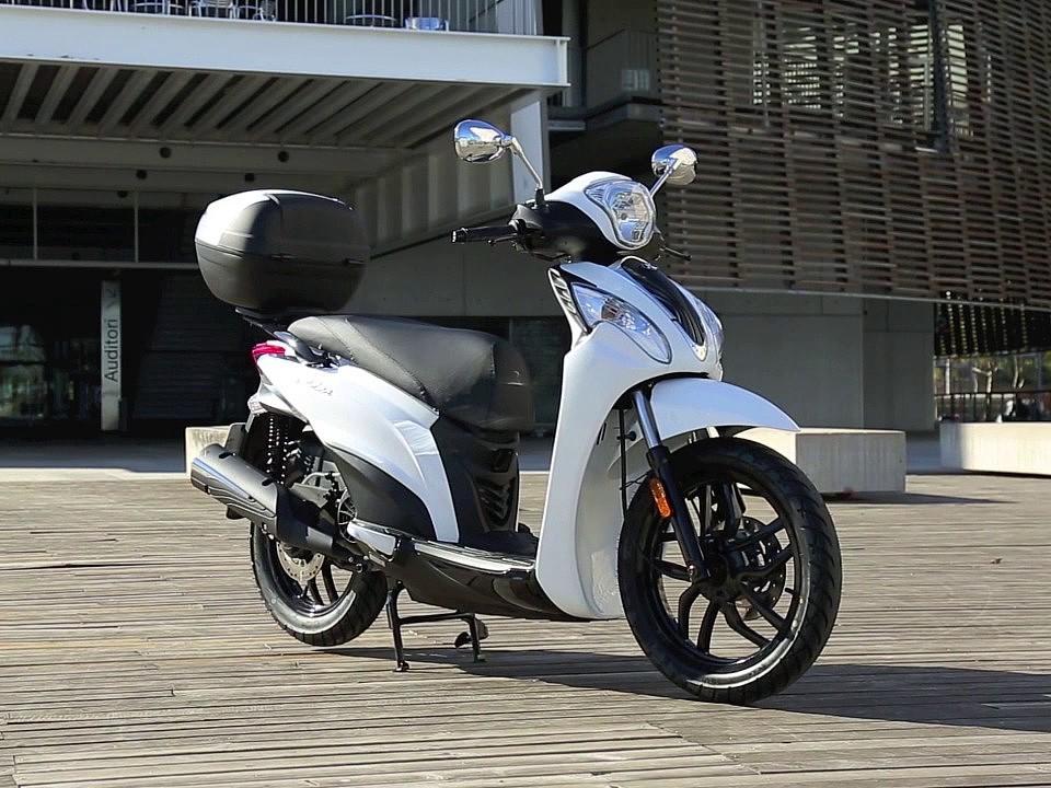 2019 KYMCO Miler moto en alquiler (1)