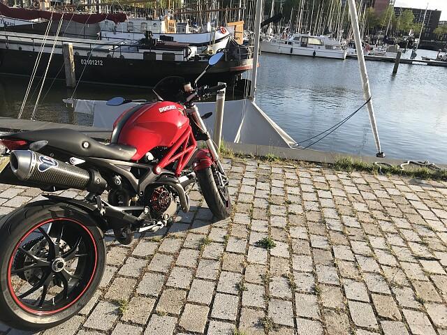 2009 Ducati Monster 1100 motor te huur (1)