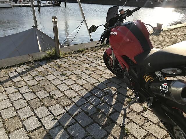 2009 Ducati Monster 1100 motor te huur (2)