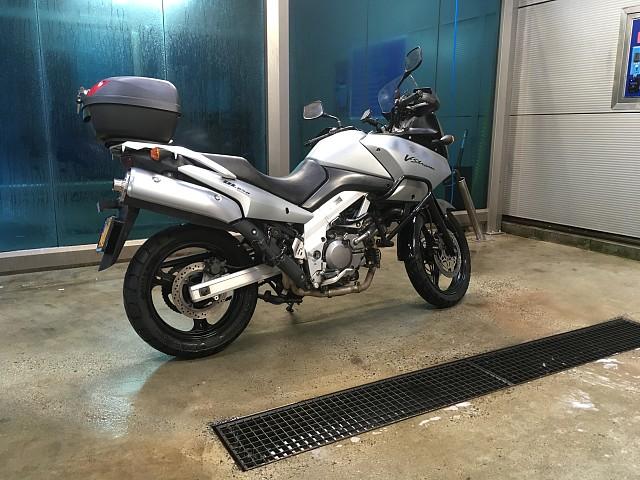 2004 Suzuki Dl 650 v-strom motor te huur (2)