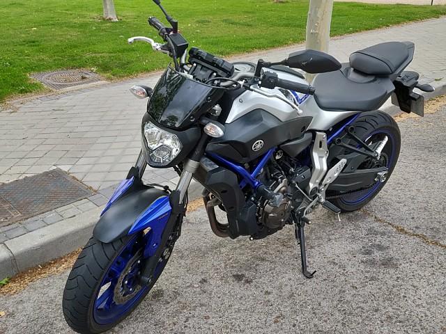 2016 Yamaha MT 07 moto en alquiler (2)
