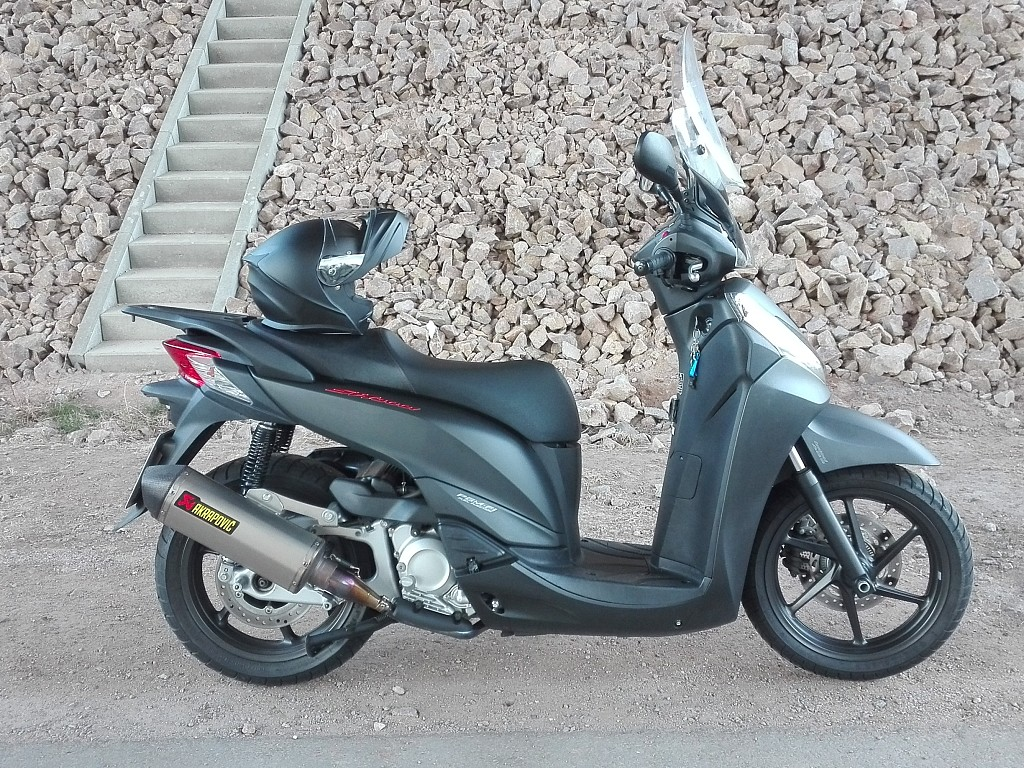 Honda SH 300 moto en alquiler (1)
