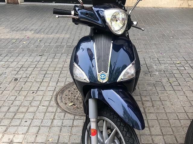 2010 PIAGGIO Liberty 125 moto en alquiler (2)