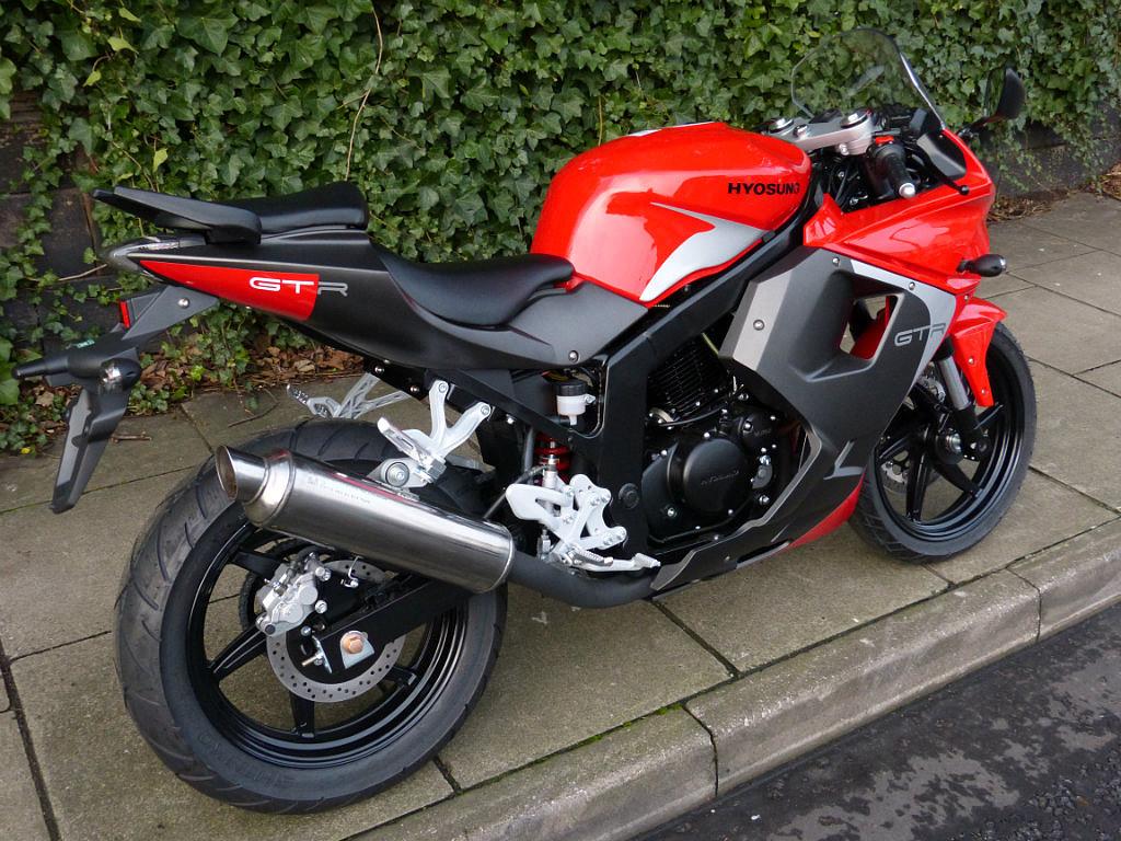 2004 HYOSUNG GTR 125 moto en alquiler (1)