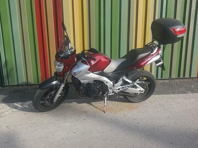 2007 SUZUKI GSR 600 moto en alquiler (3)