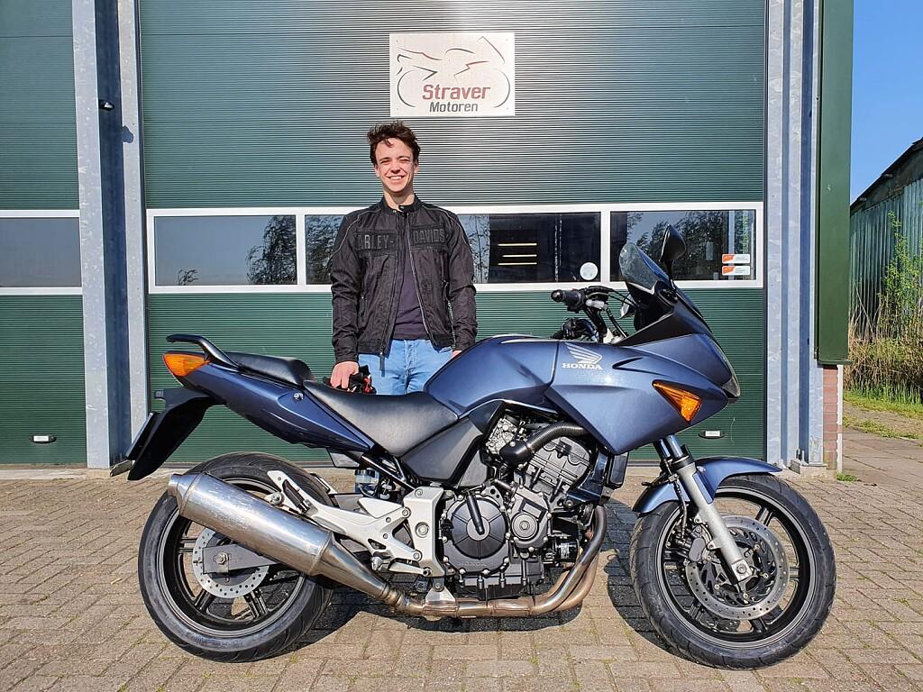 2004 Honda CBF 600 S motor te huur (1)