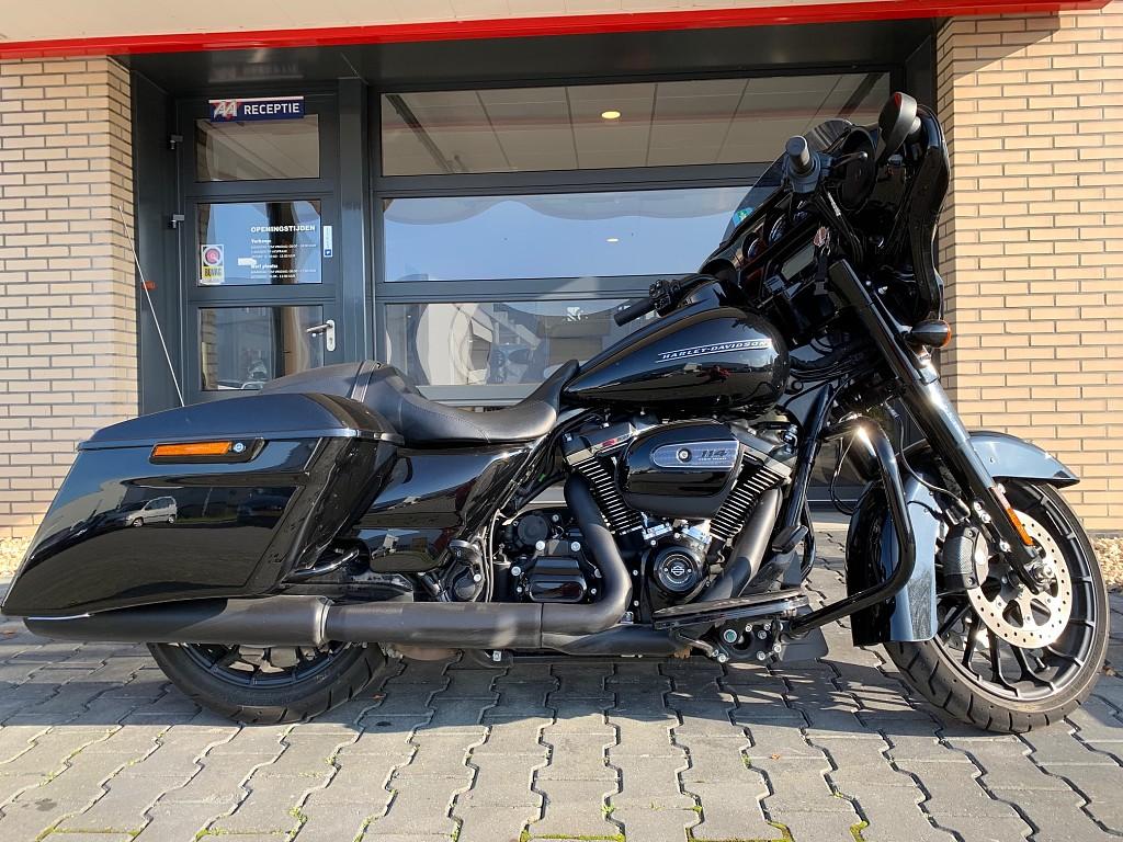 2019 Harley-Davidson Street-Glide motor te huur (1)